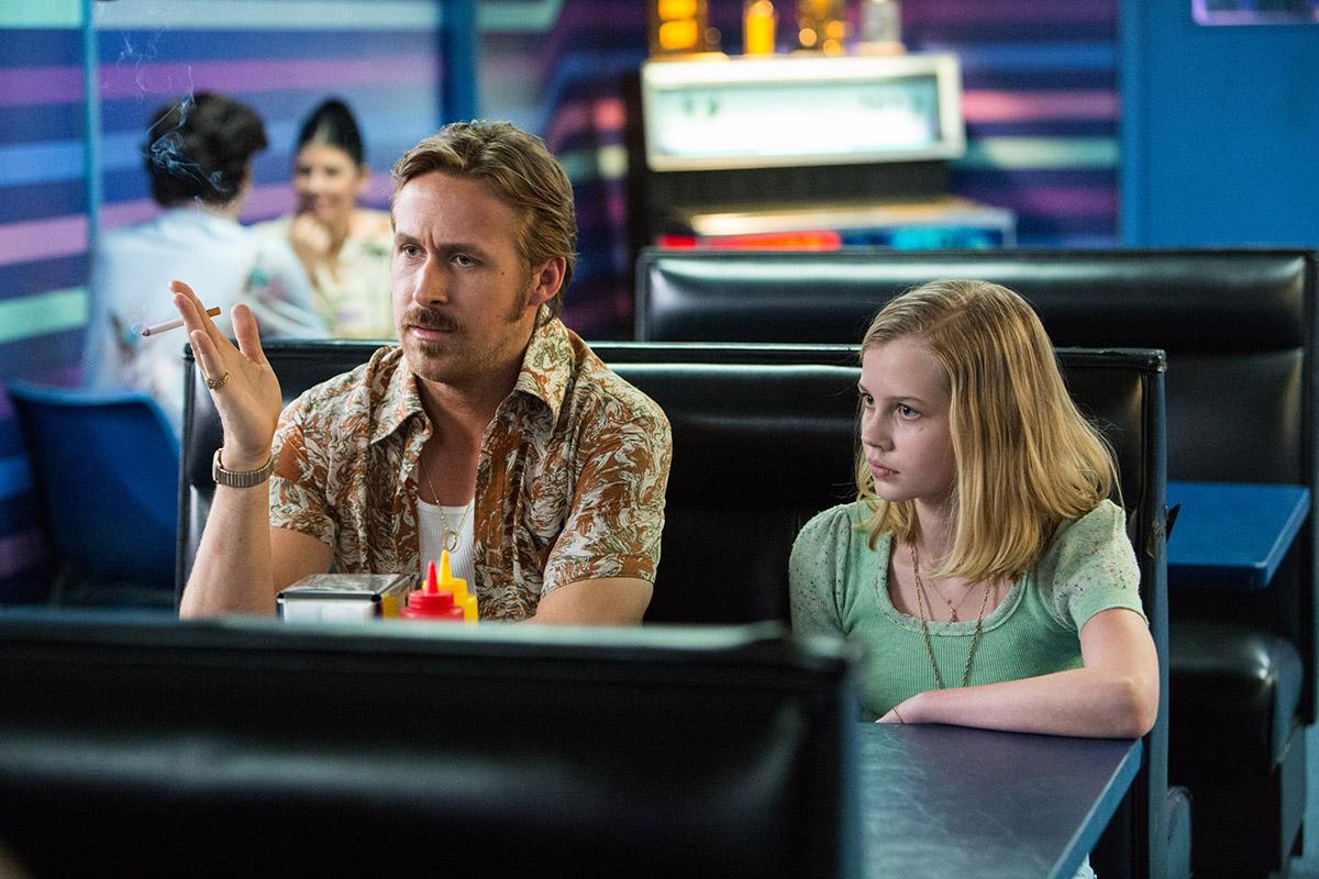 Ryan Gosling y Angourie Rice en Dos buenos tipos