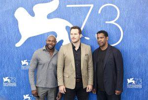 Antonie Fuqua, Chris Pratt y Denzel Washington en la presentación de Los siete magníficos en el 73 festival de Venecia