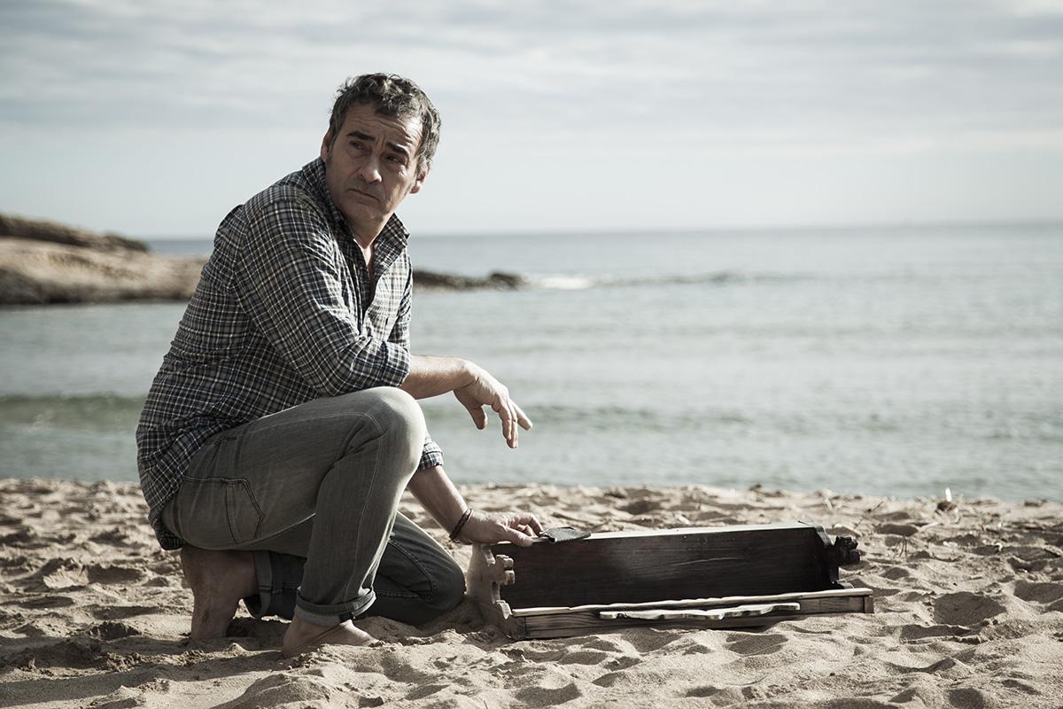 Eduard Fernández en Lejos del mar