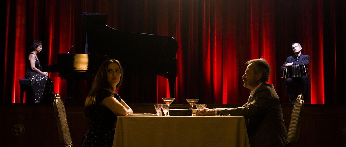 Julieta Díaz y Oscar Martínez en El espejo de los otros