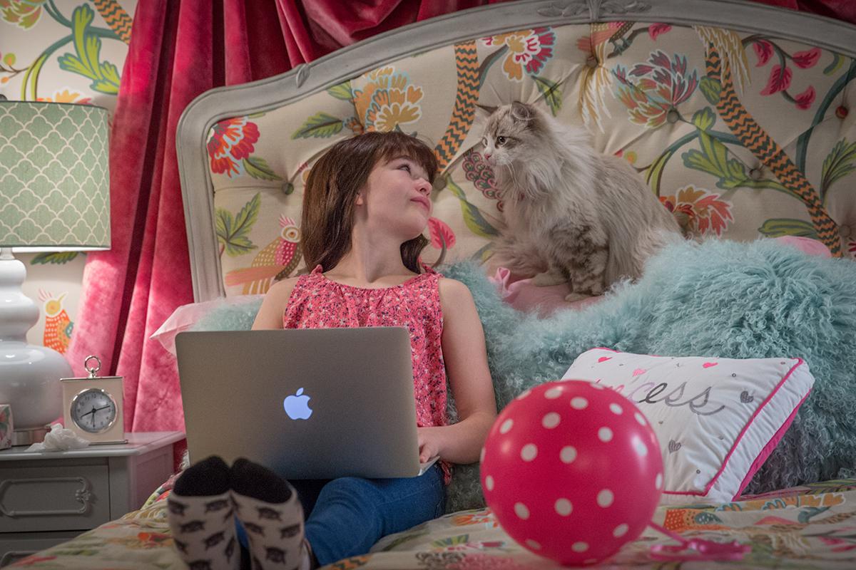Melisa Weissman y Kevin Spacey en Siete vidas, este gato es un peligro