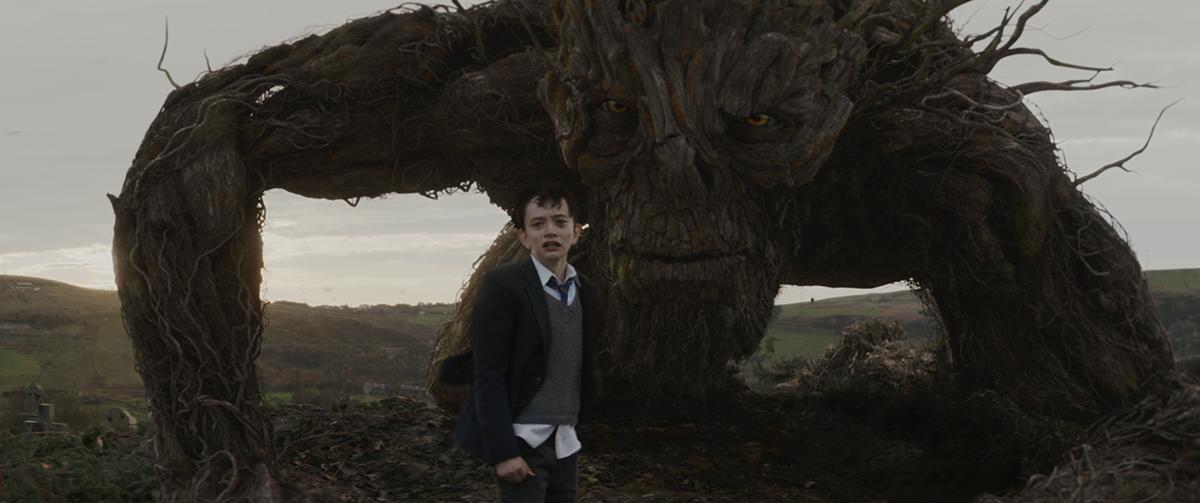 Lewis MacDougall y el Monstruo en Un monstruo viene a verme