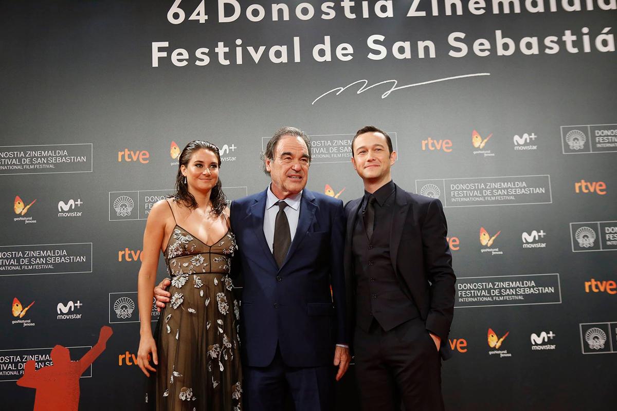 Shailene Woodley, Oliver Stone y Joseph Gordon-Levitt en la presentación de Snowden en el 64 festival de cine de San Sebastián (foto: Montse Castillo)