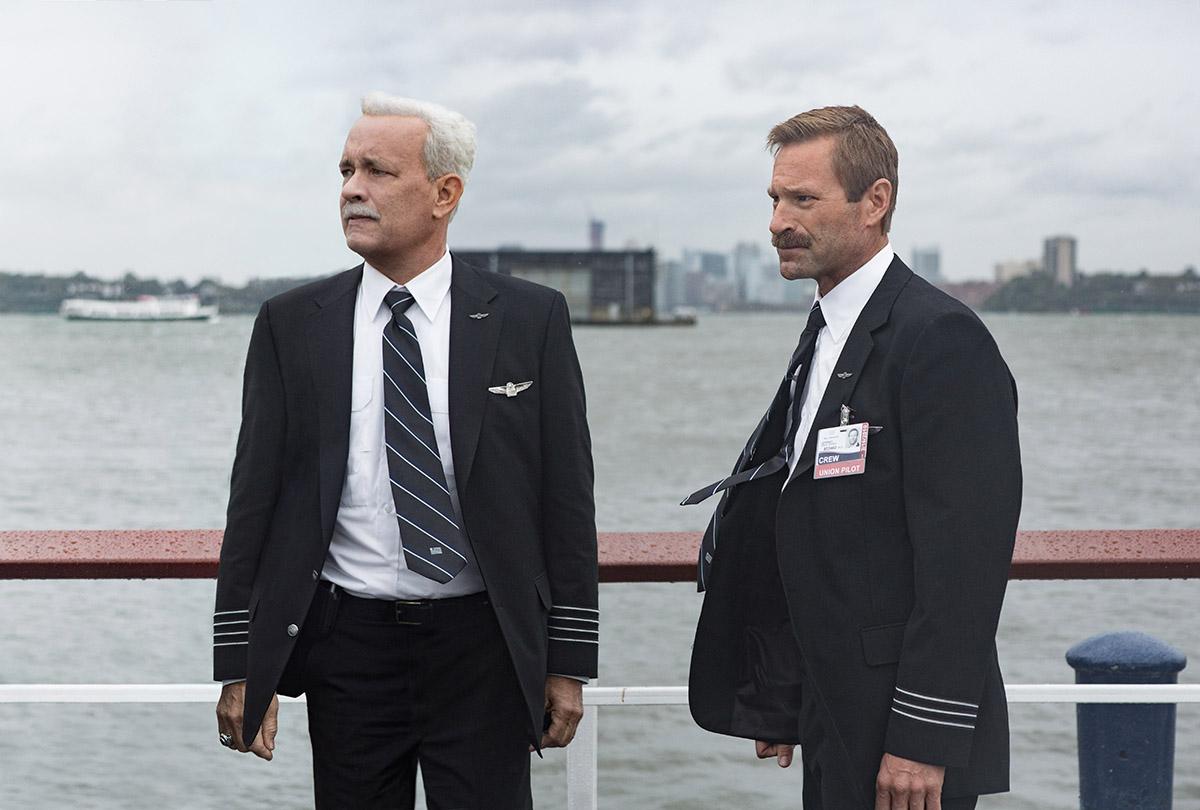 Tom Hanks y Aaron Eckhart en Sully