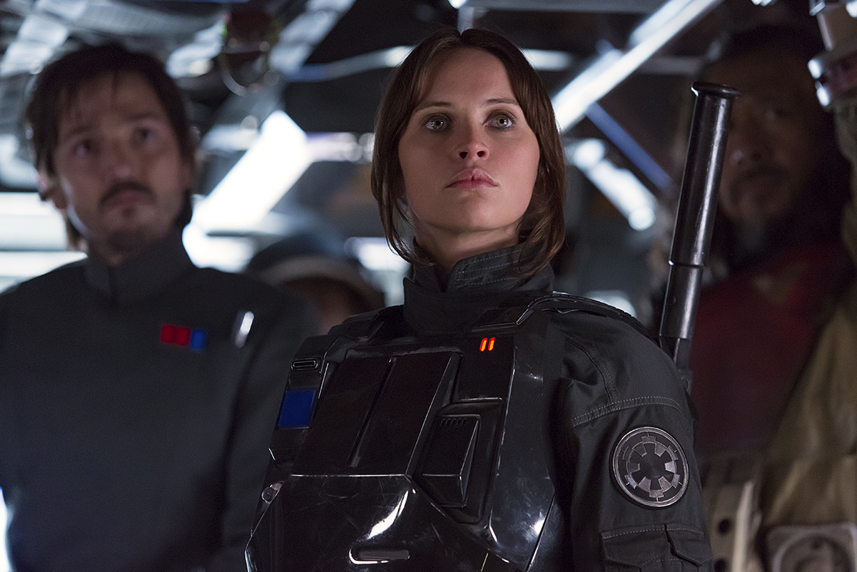 Diego Luna, Felicity Jones y Wen Jiang en Rogue One: Una historia de Star Wars