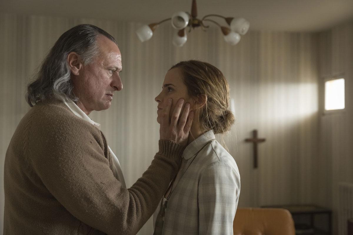 Michael Nyquist y Emma Watson en Colonia