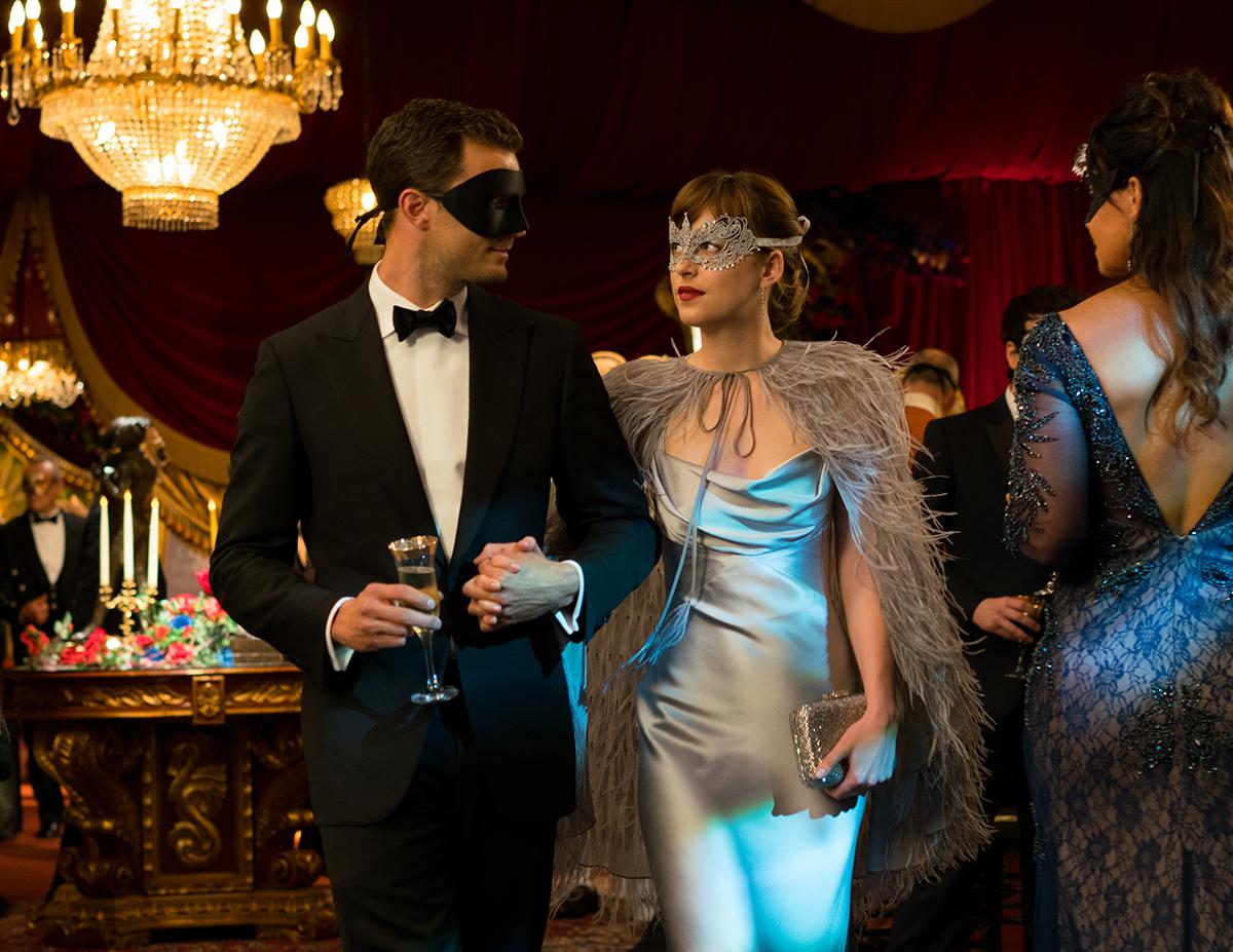 Jamie Dornan y Dakota Johnson en Cincuenta sombras más oscuras