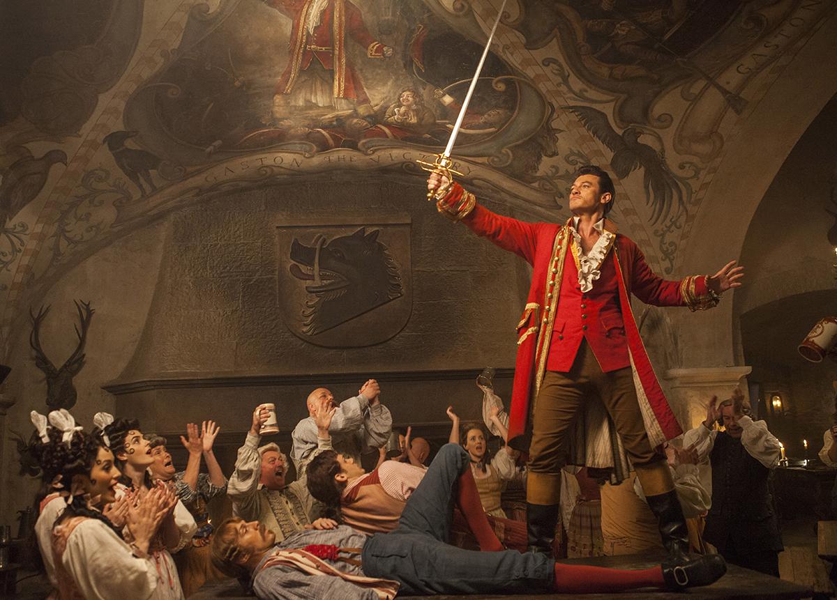 Luke Evans en La Bella y la Bestia (2017)
