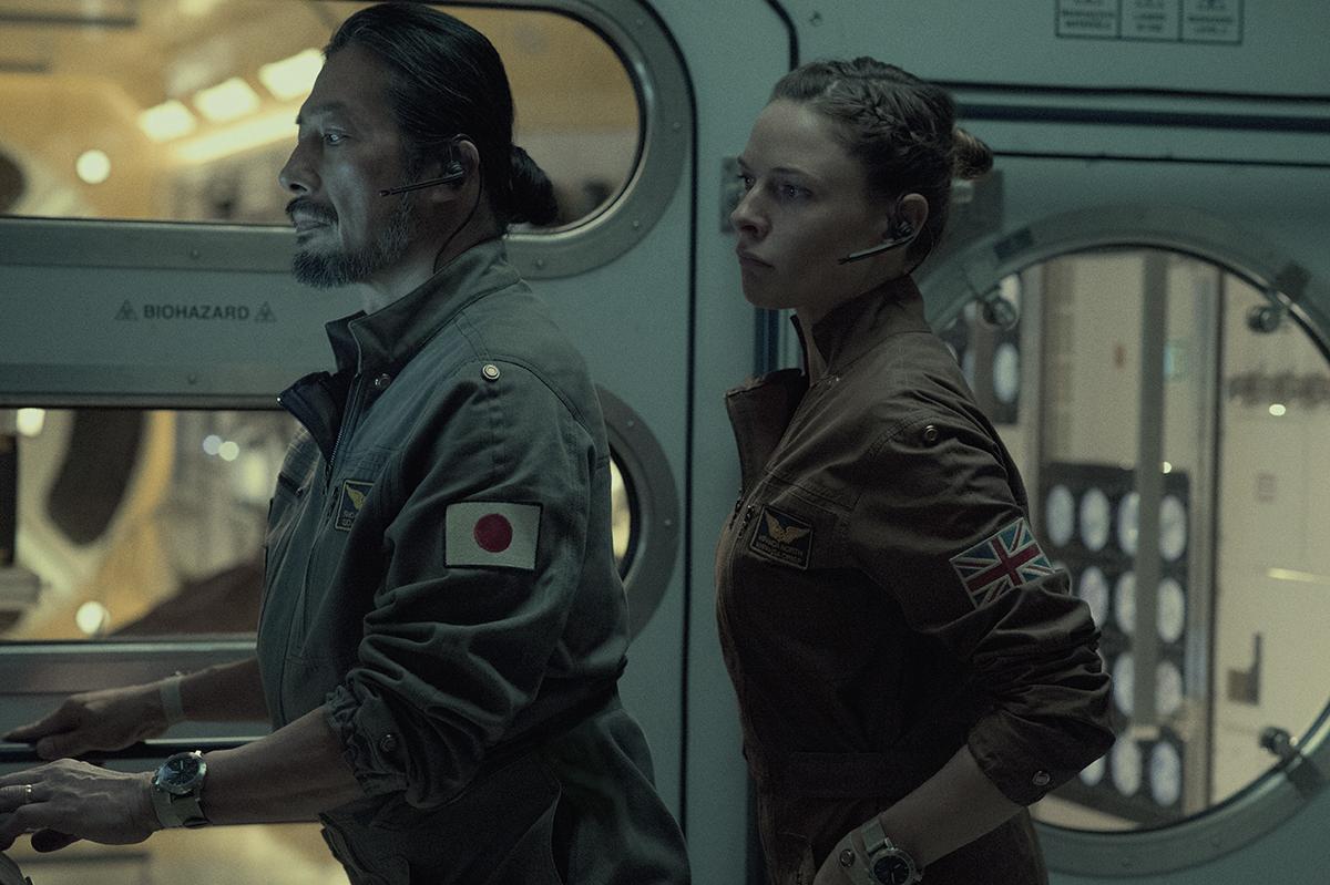 Hiroyuki Sanada y Rebecca Ferguson en Life (Vida)