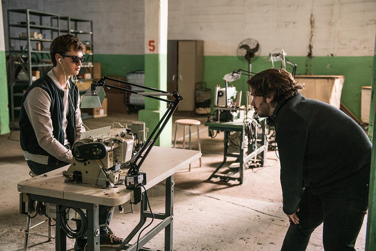 Ansel Elgort y Edgar Wright en el rodaje de Baby Driver.