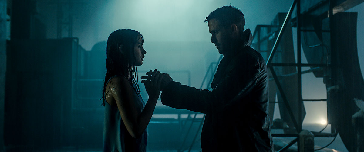 Ana de Armas y Ryan Gosling en Blade Runner 2049