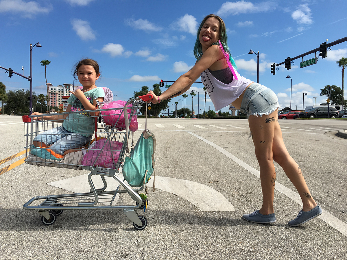 Brooklynn Prince y Bria Vinaite en The florida project