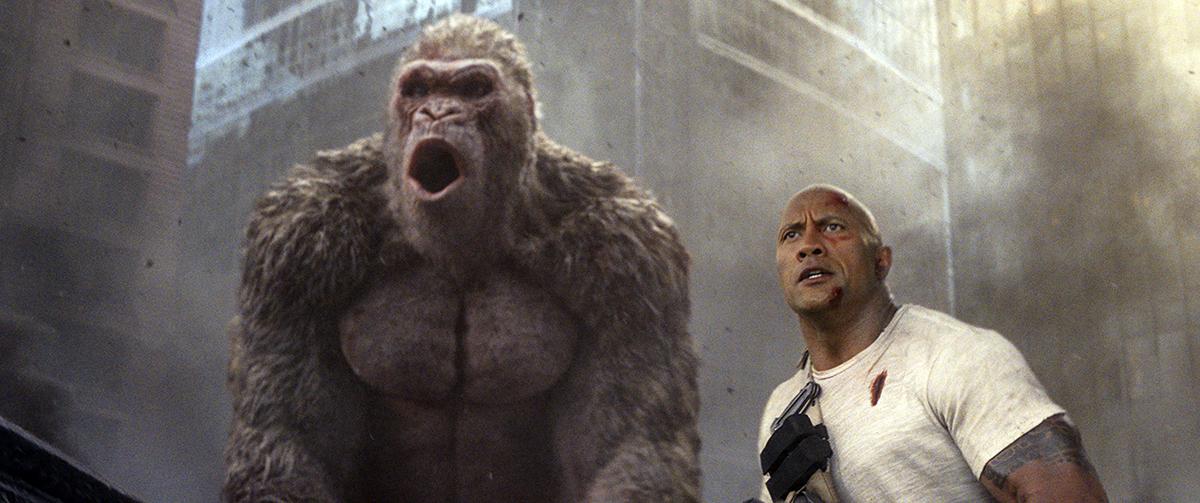 El gorila George y Dwayne Johnson en Proyecto Rampage