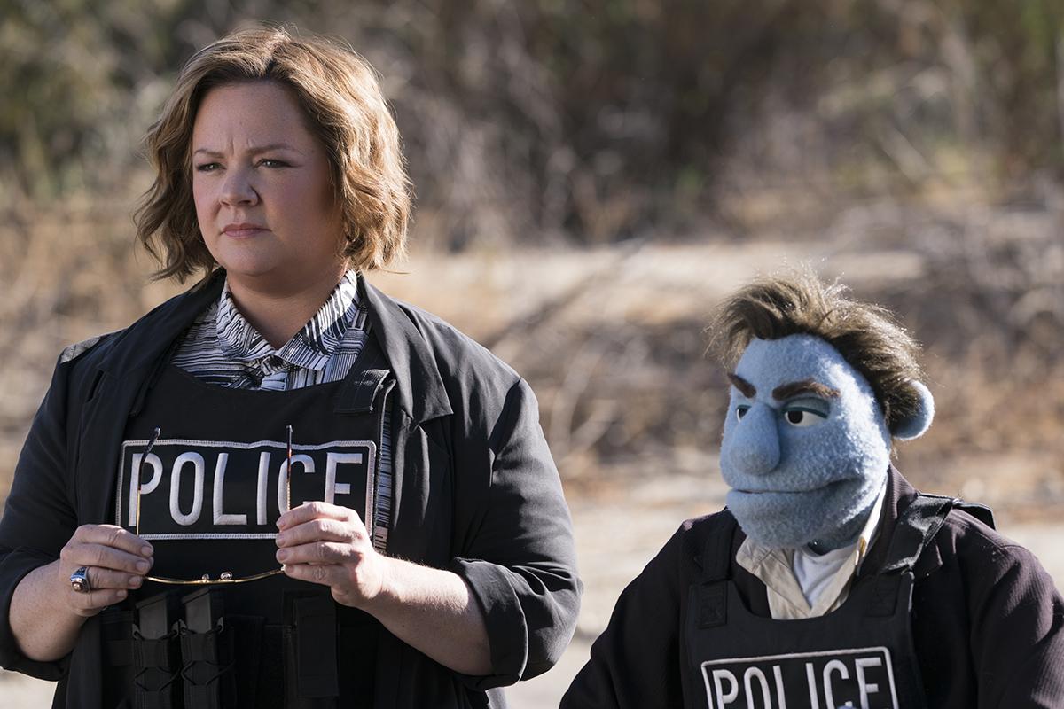 Melissa McCarthy y Phil Philips en ¿Quién está matando a los moñecos?