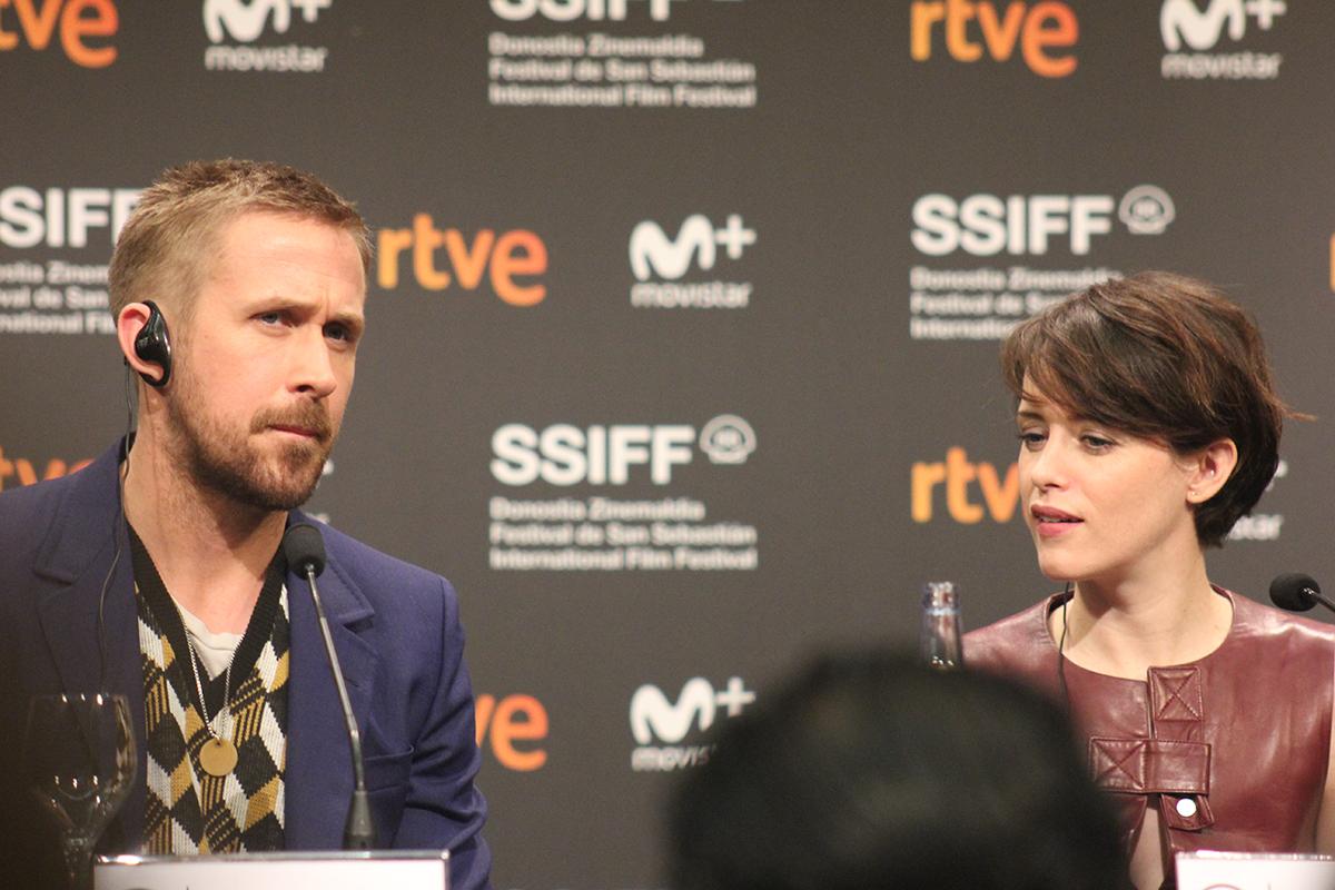 Ryan Gosling y Claire Foy presentando First Man