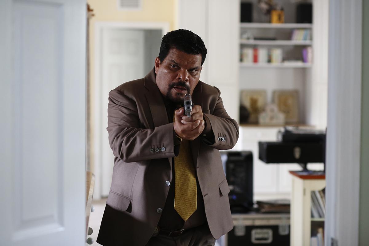 Luis Guzmán en Infiltrado en Miami