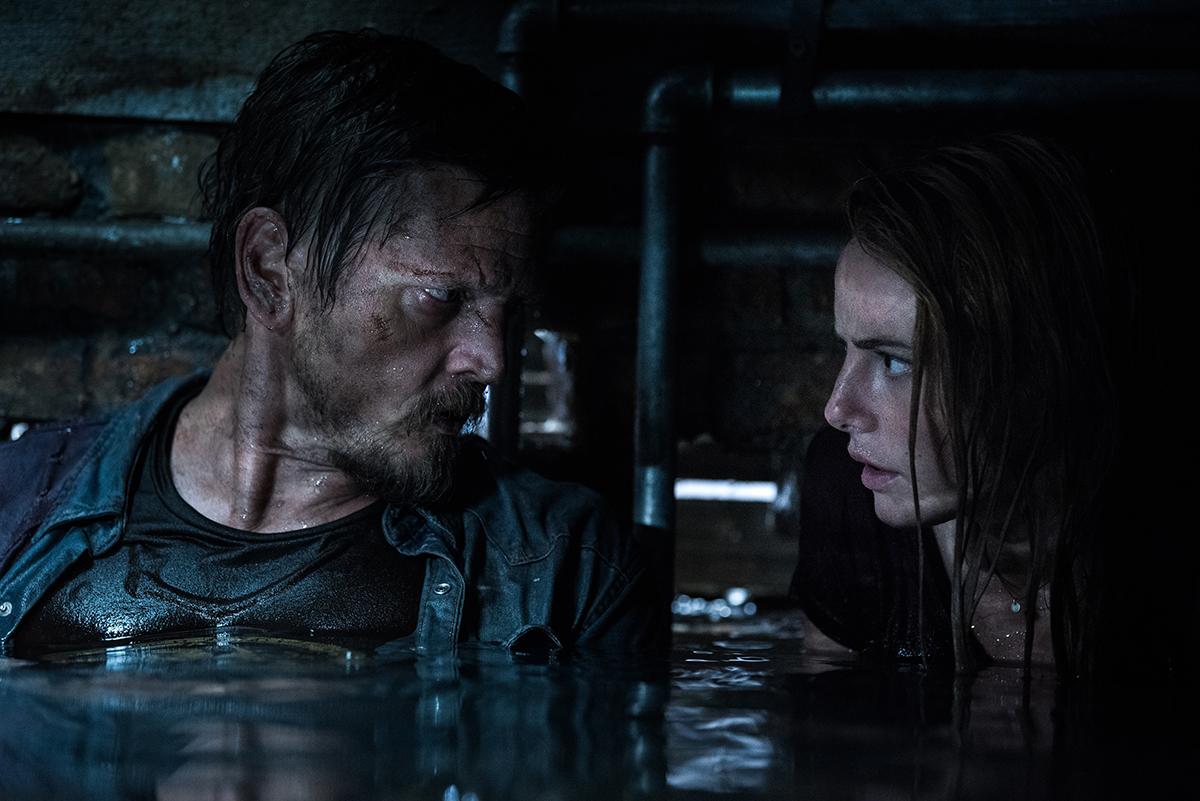 Barry Pepper y Kaya Scodelario en Infierno bajo el agua