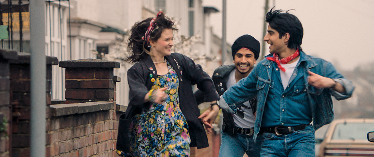 Nell Williams, Aaron Phagura y Viveik Kalra en Blinded by the light