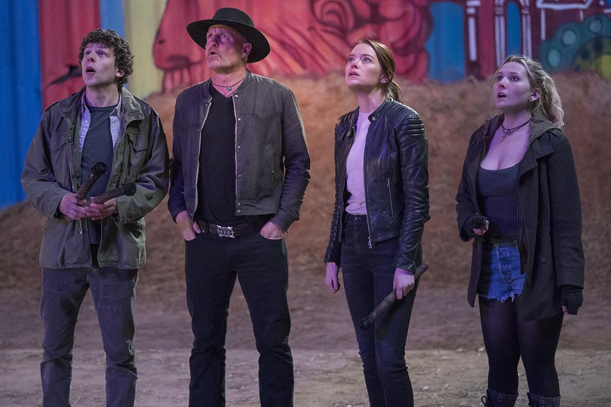 Jesse Eisenberg, Woody Harrelson, Emma Stone y Abigail Breslin en Zombiland: Mata y remata