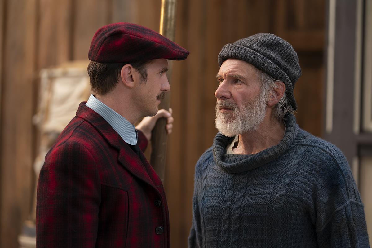 Dan Stevens y Harrison Ford en La llamada de lo salvaje