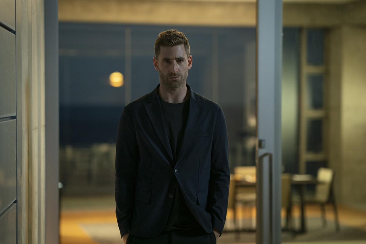 Oliver Jackson-Cohen en El hombre invisible (2020)