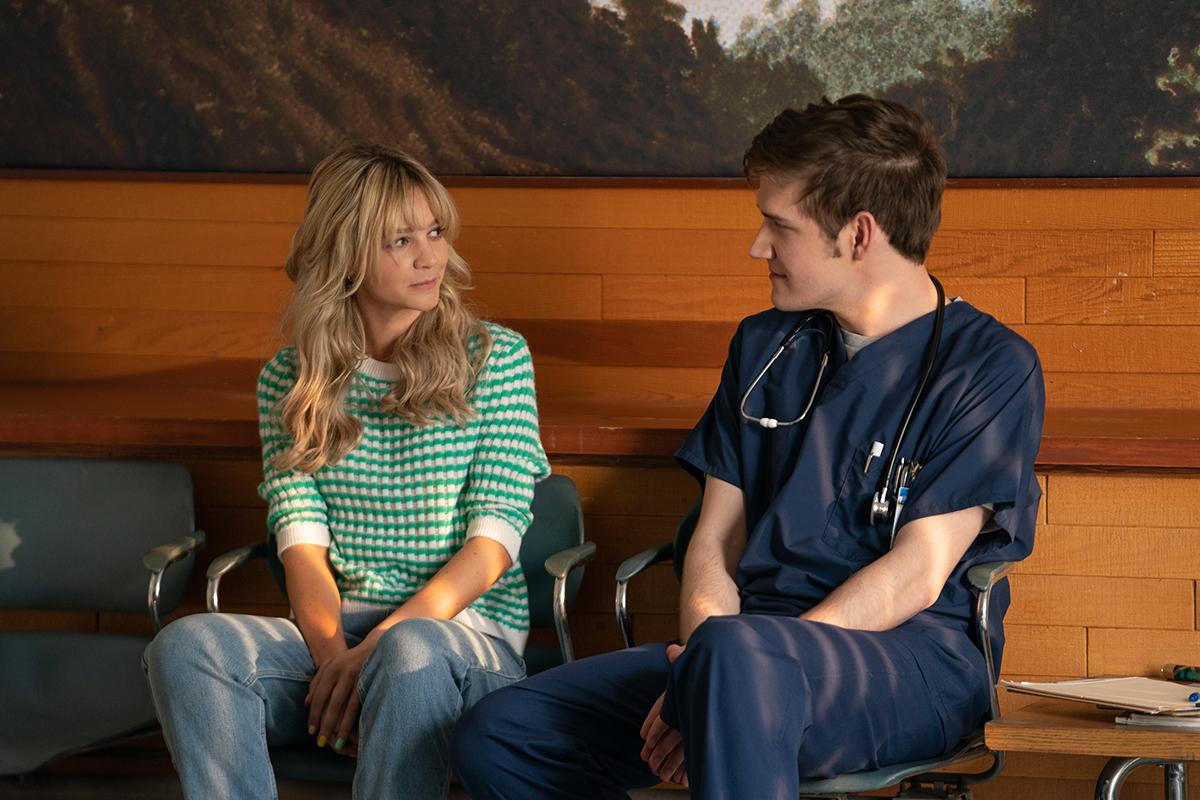 Carey Mulligan y Bo Burnham en Una joven prometedora