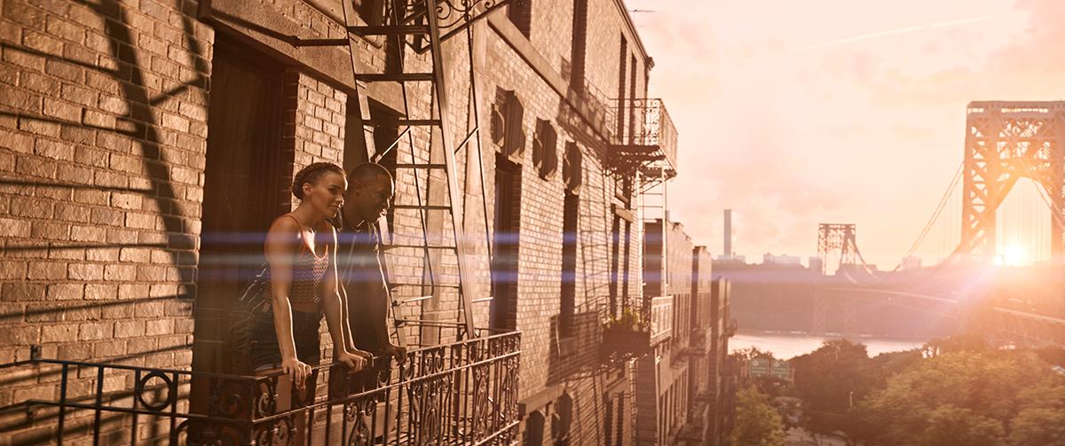 Leslie Grace y Corey Hawkins en En un barrio de Nueva York