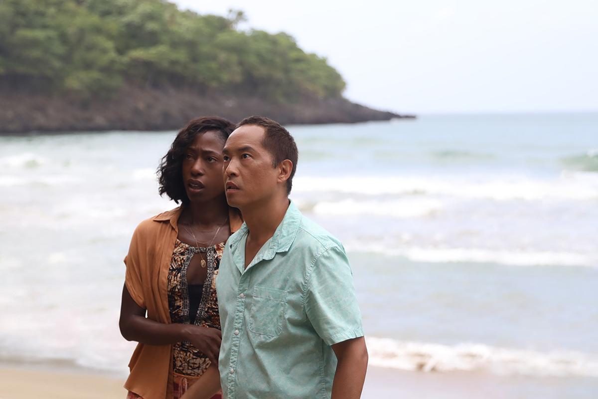 Nikki Amuka-Bird y Ken Leung en Tiempo
