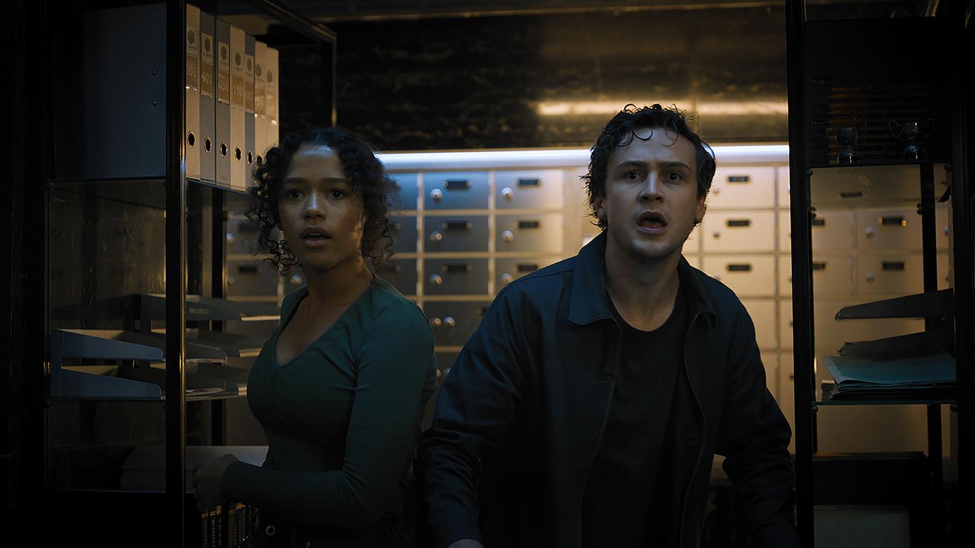 Taylor Russell y Logan Miller en Escape Room 2: Mueres por salir